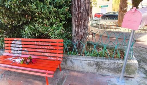 Violenza sulle donne, Castrovillari inaugura una panchina rossa