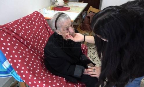 Nonna Saveria, la centenaria calabrese che ha sconfitto il Covid