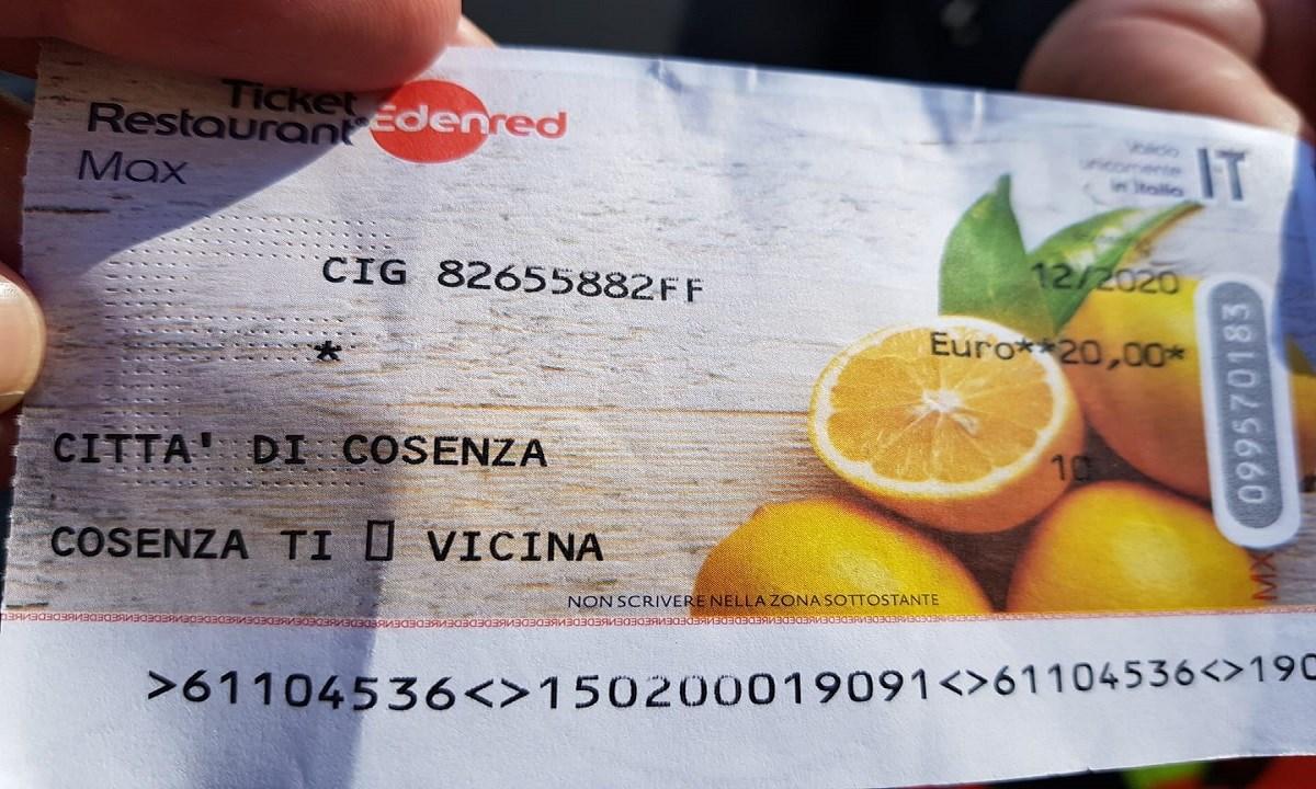 Uno dei buoni distribuiti a Cosenza durante il lockdown (foto Facebook)