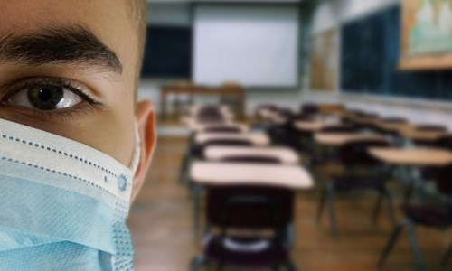 Coronavirus, resta obbligatoria la mascherina in classe per bimbi sopra i 6 anni