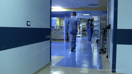 Emergenza Covid, l'ospedale di Vibo sotto pressione tra contagi e nuovi posti letto