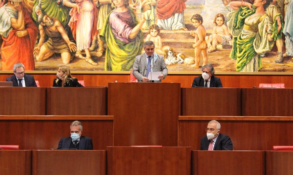 Giovanni Arruzzolo in Consiglio regionale - foto archivio