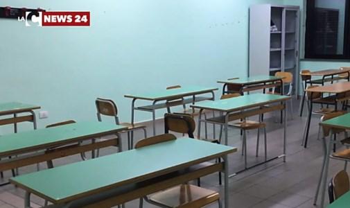 Rientro a scuola su turni, i sindacati scettici: «Soluzione non praticabile»