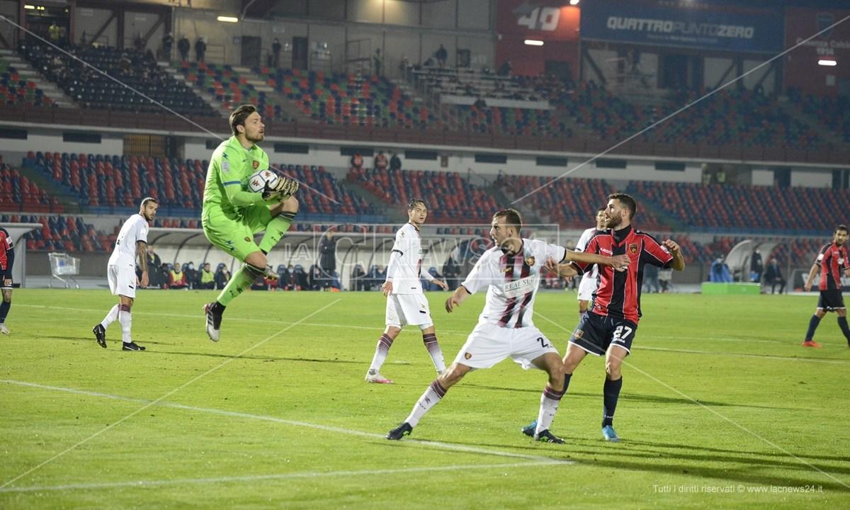 Un momento della partita Cosenza-Salernitana