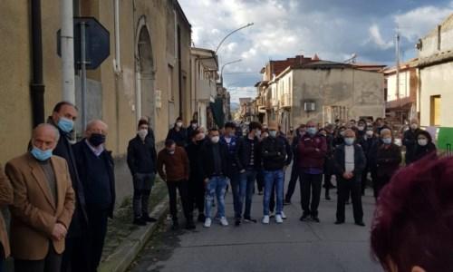 Sanità, flash mob delle associazioni a Oppido Mamertina: «Riaprite l'ospedale»
