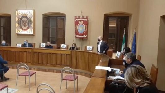 Locri, maggioranza spaccata sul bilancio: scintille tra Calabrese e Sainato