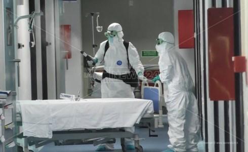 Coronavirus, a Catanzaro calano i ricoveri. Il primario: «Necessario evitare la terza ondata»