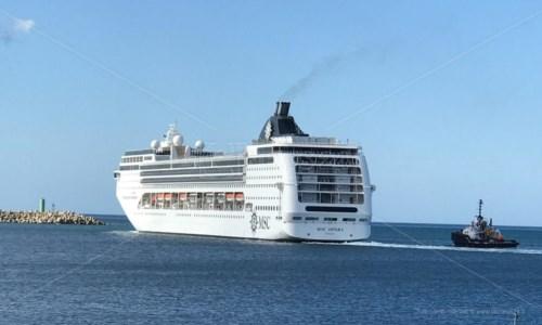 Gioia Tauro, Msc Opera in rada: vento troppo forte per stare in porto
