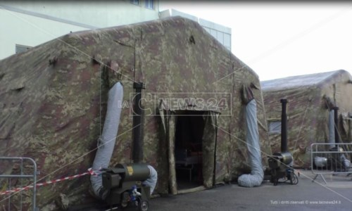 Il maltempo a Crotone danneggia la tenda Emergency destinata ai malati Covid