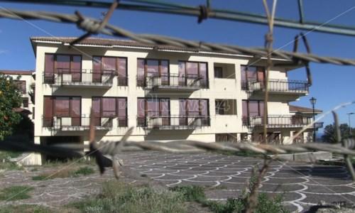 Gerace e Siderno, quegli ospedali cadenti tra proposte e sit-in notturni: video