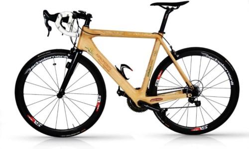 Dagli alberi di castagno d'Aspromonte una bicicletta da corsa in legno