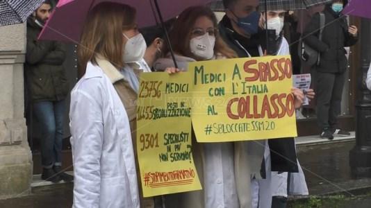Specializzandi in Medicina appesi al filo di un ricorso: sit-in anche a Catanzaro