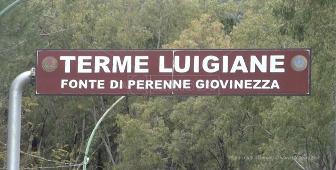 Il cartellone all'ingresso delle Terme Luigiane