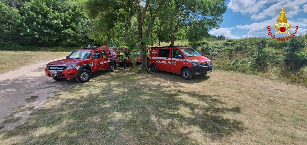 I vigili del fuoco impegnati nella ricerca di persone scomparse