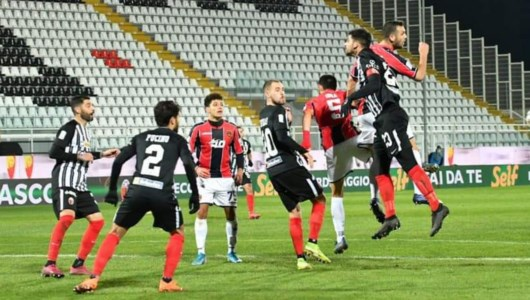 Serie B, un Cosenza strepitoso vince 3-0 ad Ascoli