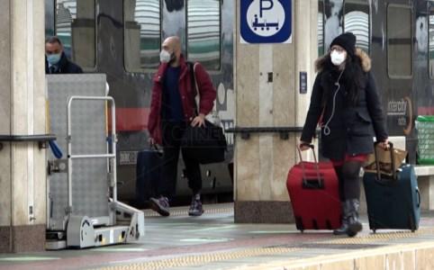 Lamezia, il Covid frena i rientri in Calabria ma mancano i controlli in stazione
