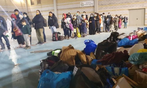 Locri, accoglienza e solidarietà per i migranti arrivati ieri: raccolti beni di prima necessità