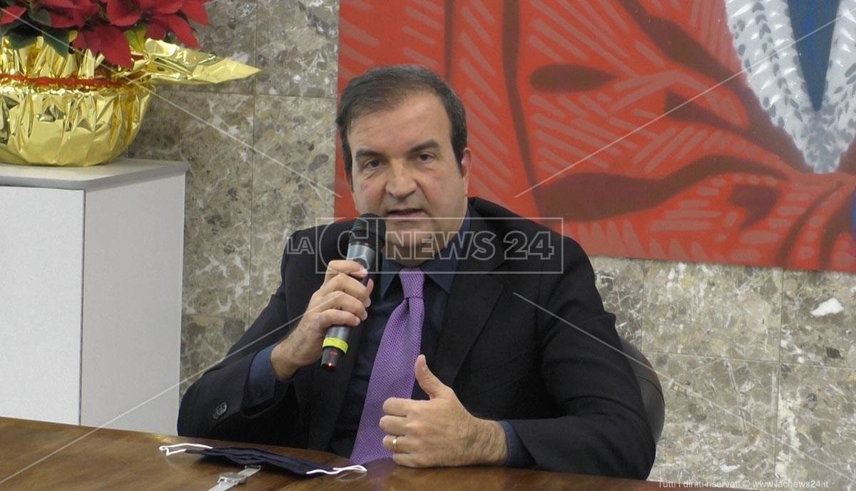 Il sindaco di Cosenza Mario Occhiuto ha ordinato la chiusura delle scuole