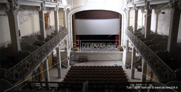 Gli interni del teatro Masciari