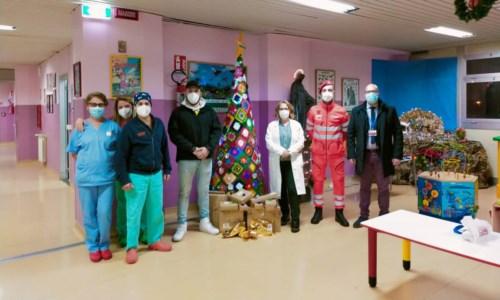 Lamezia, in Pediatria i doni li porta il Corpo di Soccorso dell'Ordine di Malta