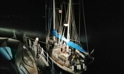 Sbarcati 32 migranti a Crotone, la barca a vela avvistata al largo dello Jonio