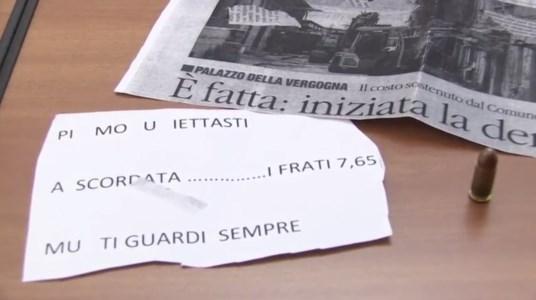 La lettera di minaccia ed il proiettile recapitati alle nostre redazioni