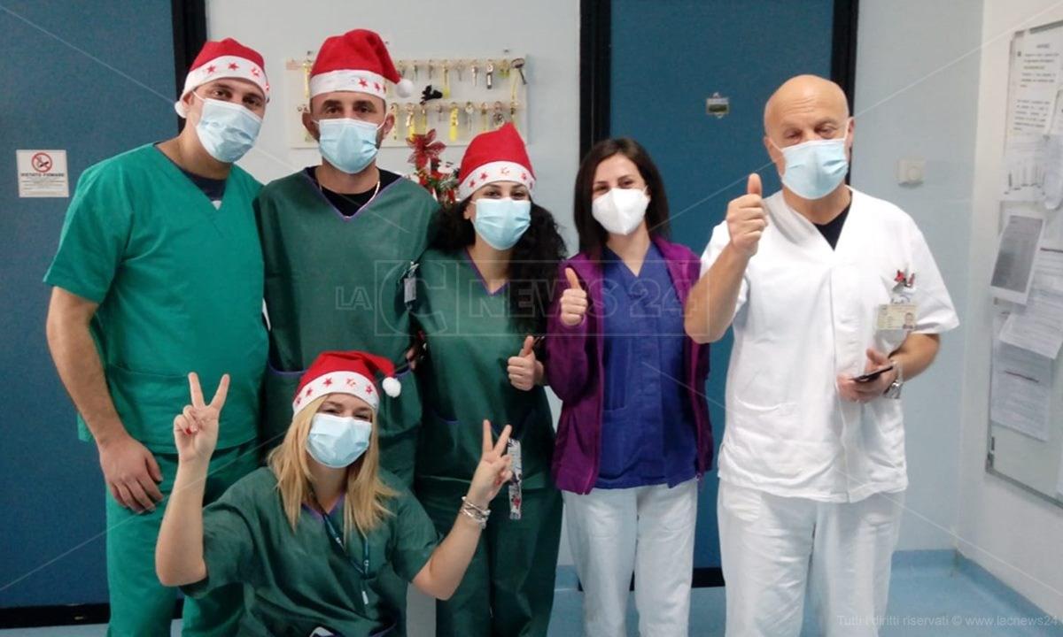 Medici e infermieri del reparto Covid dell'ospedale di Catanzaro