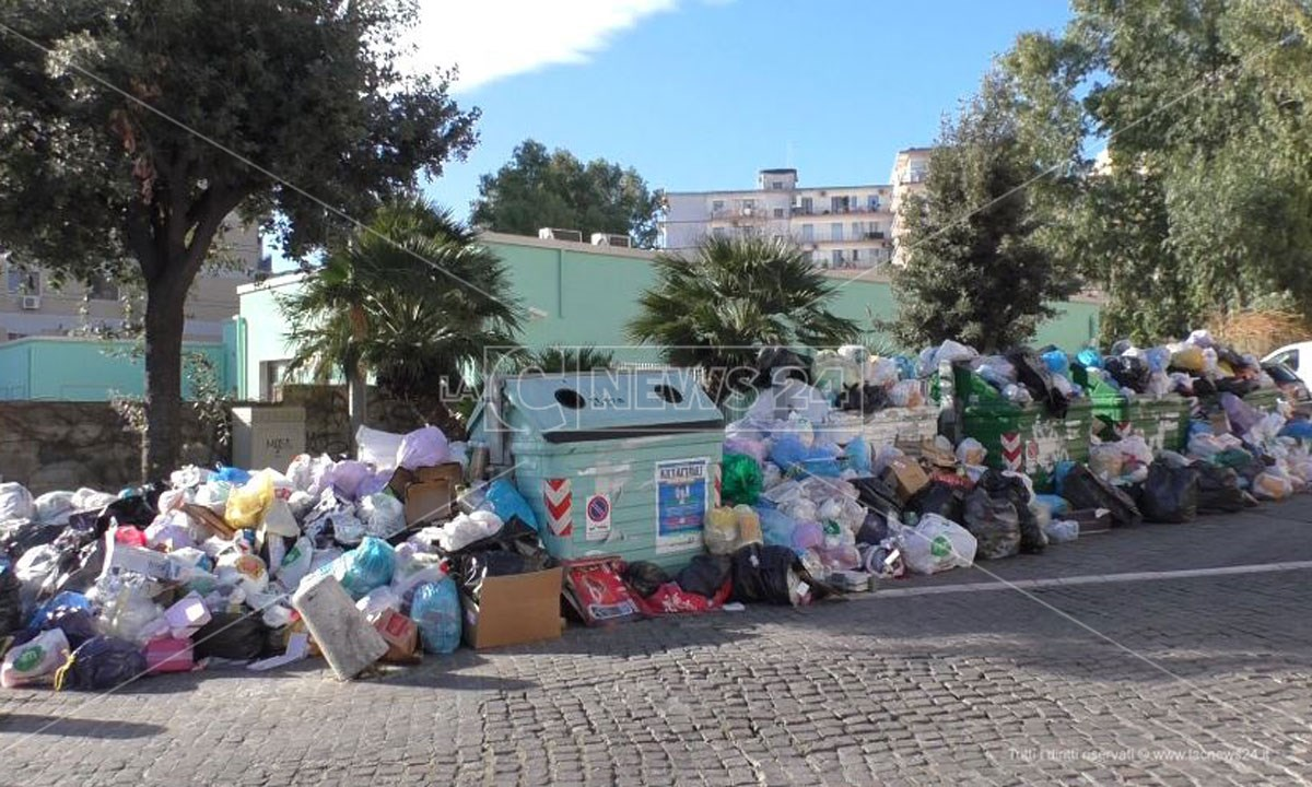 I rifiuti nelle strade di Crotone