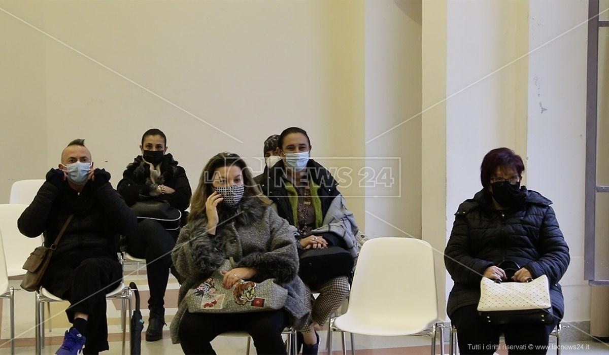Alcuni lavoratori Lpu in aula consiliare