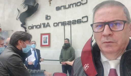 Cassano Jonio, a notte fonda accordo per stabilizzare i 79 precari del Comune