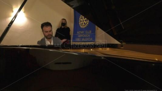 A Capodanno su LaC Tv la musica del pianista calabrese di fama internazionale Giordano