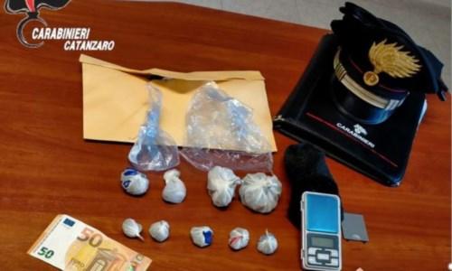 Soverato, vendevano marijuana al mercato: arrestate due persone