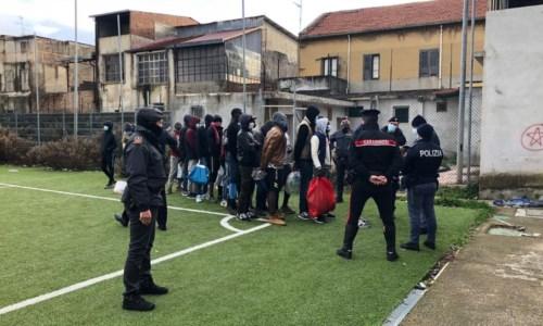 Gioia Tauro, giocano a calcio durante lockdown: sanzionati in 50