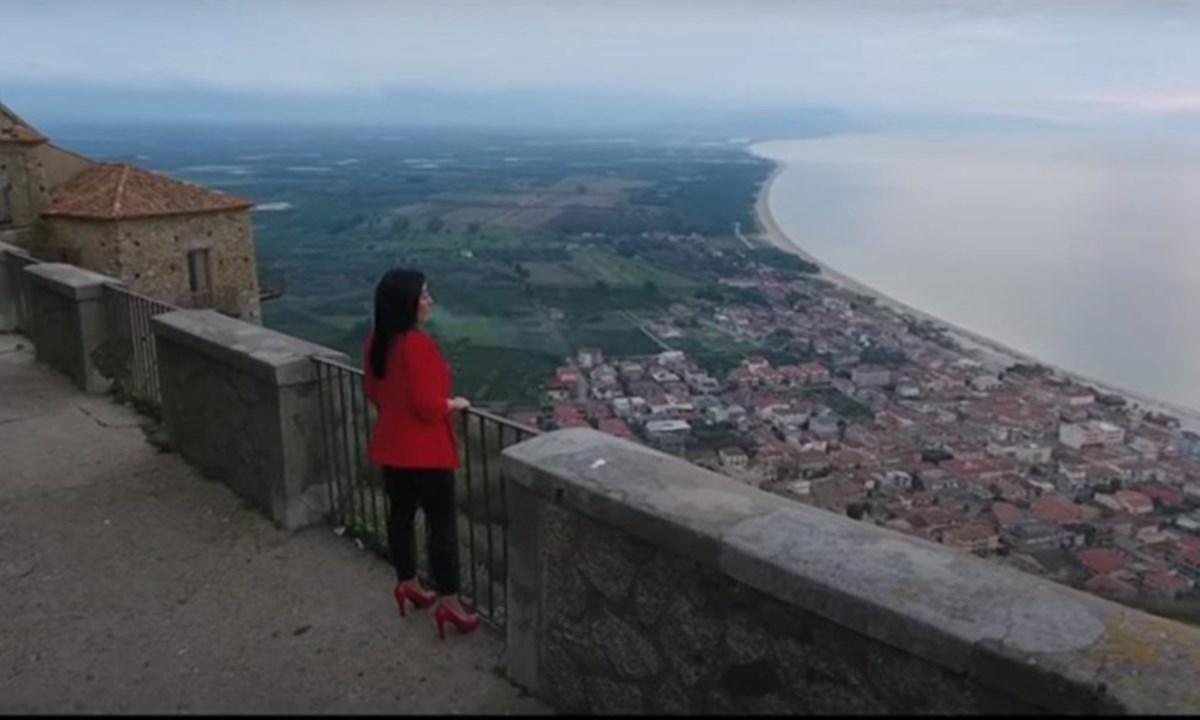 Un frame del videoclip di Teresa Merante