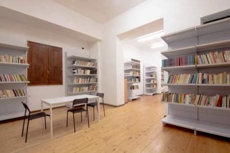 La biblioteca donata dall'associazione De Caesaris alla comunità di Scilla