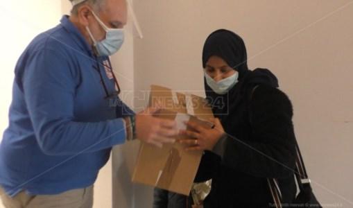 Catanzaro, da Diemmecom e Ragi Onlus pacchi alimentari alle famiglie in difficoltà