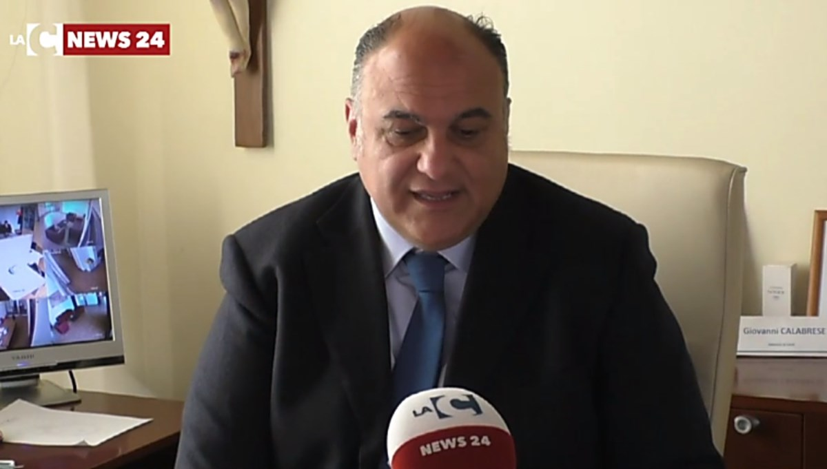 Locri, il sindaco Calabrese