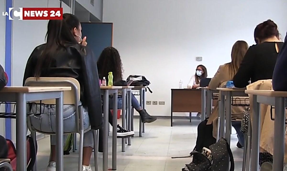 Studenti in classe, foto di repertorio