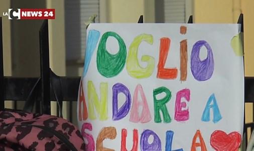 Studenti e docenti in sciopero contro la Dad: «Si usi il Recovery fund per rilanciare la scuola»