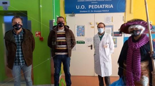 All'ospedale Pugliese di Catanzaro è arrivata la Befana del poliziotto