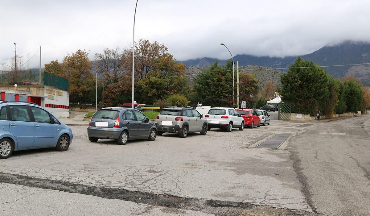 La fila per il drive-in a Castrovillari