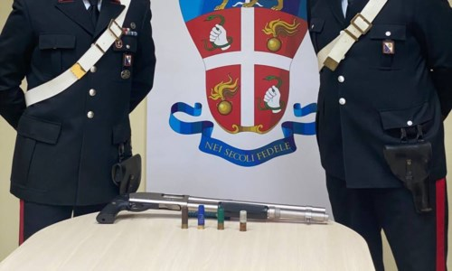 Rosarno, aveva un'arma clandestina in casa: arrestato ventenne