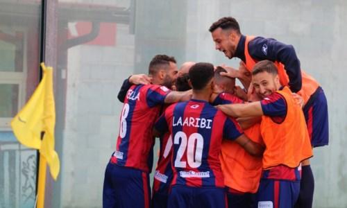 Esultanza dei giocatori della Vibonese dopo un gol