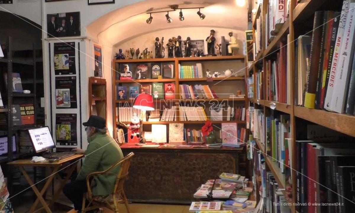 Paolo Cerrelli nella sua libreria
