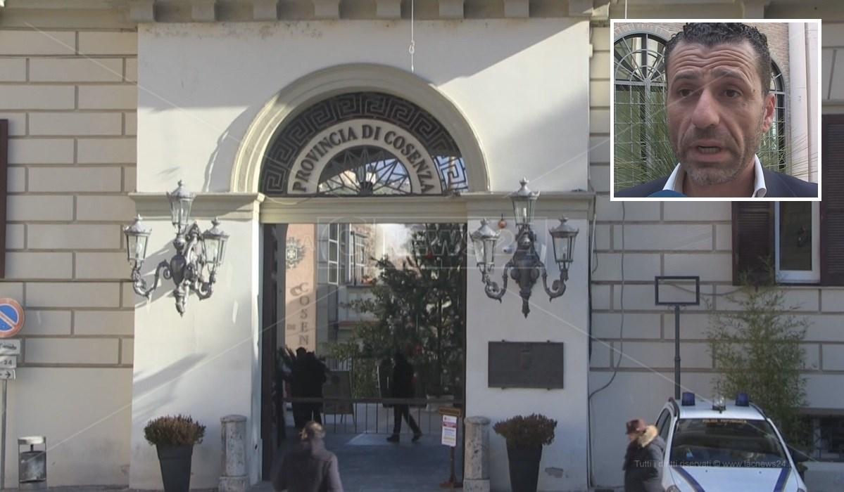 La sede della Provincia di Cosenza e, nel riquadro, Eugenio Aceto di Forza Italia