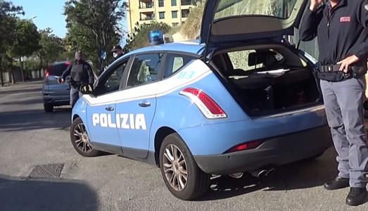 In auto con più di un chilo di coca sull'A2: fermato e arrestato 21enne