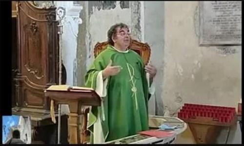 """L'omelia """"rock"""" del parroco di Paola: «Di Maio? Un povero figliolo, guardate come parla di Draghi…»"""