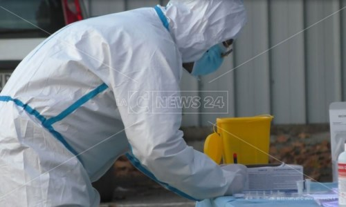 Covid, in Calabria risale la curva dei contagi: 450 nuovi casi e 8 morti nel bollettino