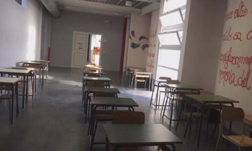 «Segnalate le scuole con le finestre aperte». Spirlì sui social supera il limite della decenza