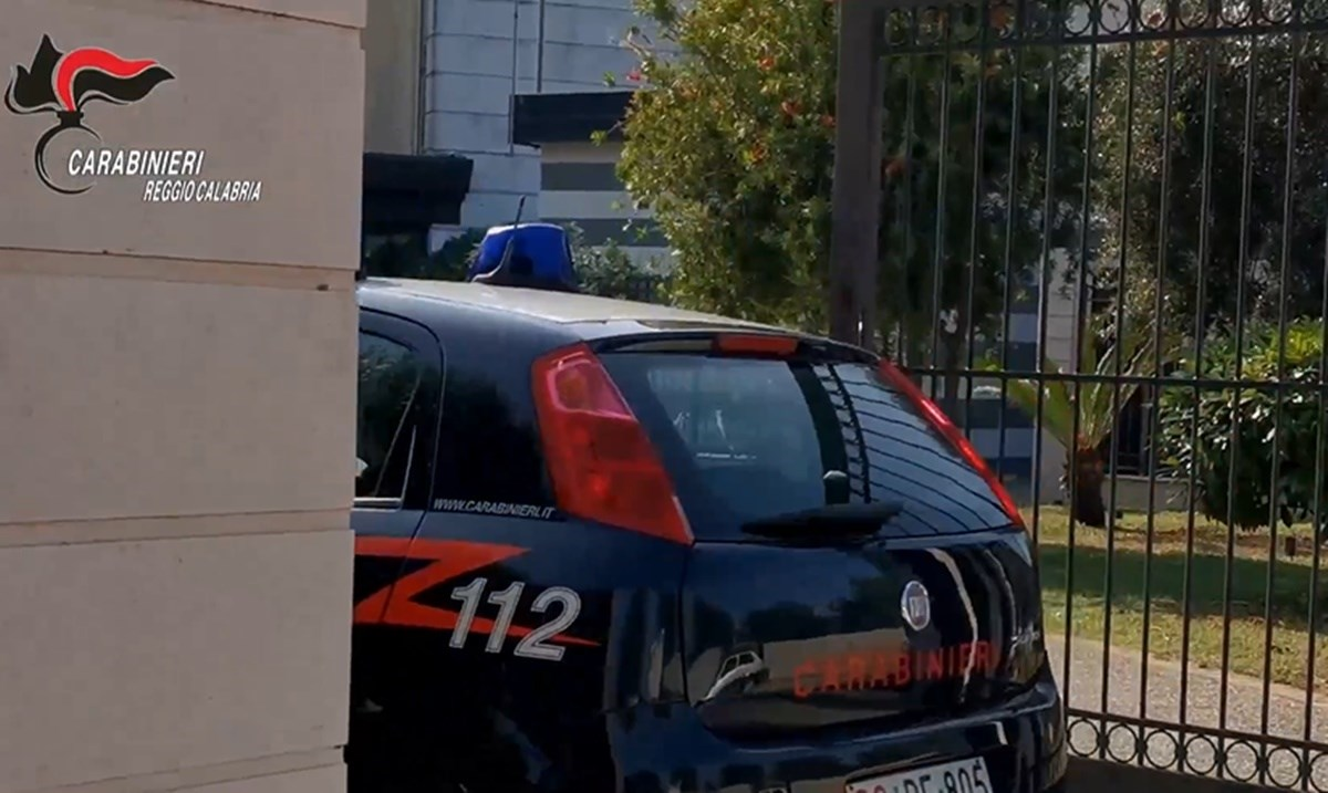 I carabinieri al Comune di Rosarno